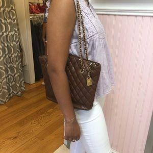 CHANEL VINTAGE brown shoulder bag! Truly a classic